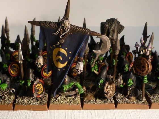 Gobelins des Cavernes avec lances et boucliers