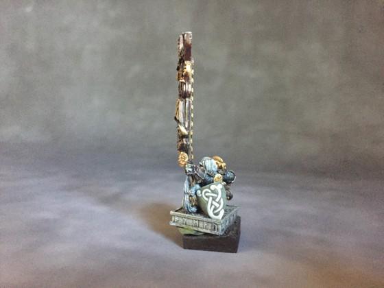 Dwarf Thane Battle standard bearer